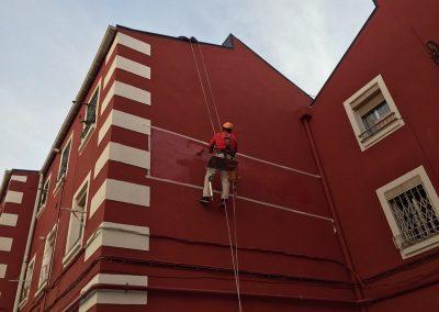 Rehabilitación / Reparaciones de Fachadas principales y patios interiores con andamios o descuelgue vertical